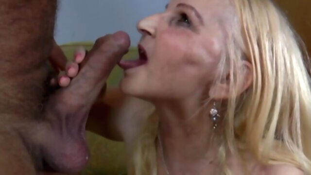 Gourmande mature suce la bite avant de.. bbw big tits blonde