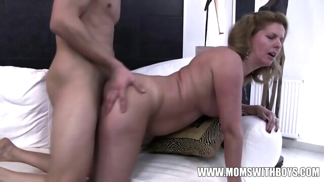 Amateurs Mom Comes Home To Stepson.. amateur brunette cumshot