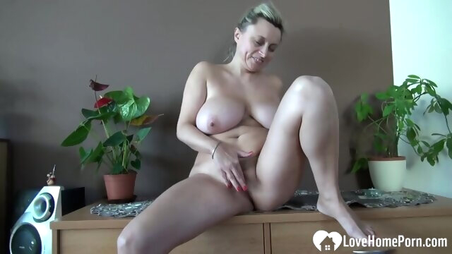Mature woman would love to pleasure you amateur big tits fingering