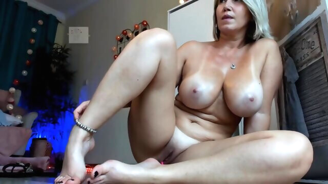 European Milf Baring All Assets amateur hd milf