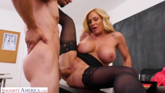 Mature Woman Faith Gets her Pussy Filled.. big ass big tits blonde